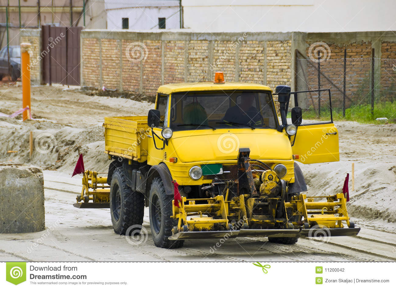 Road construction vehicle