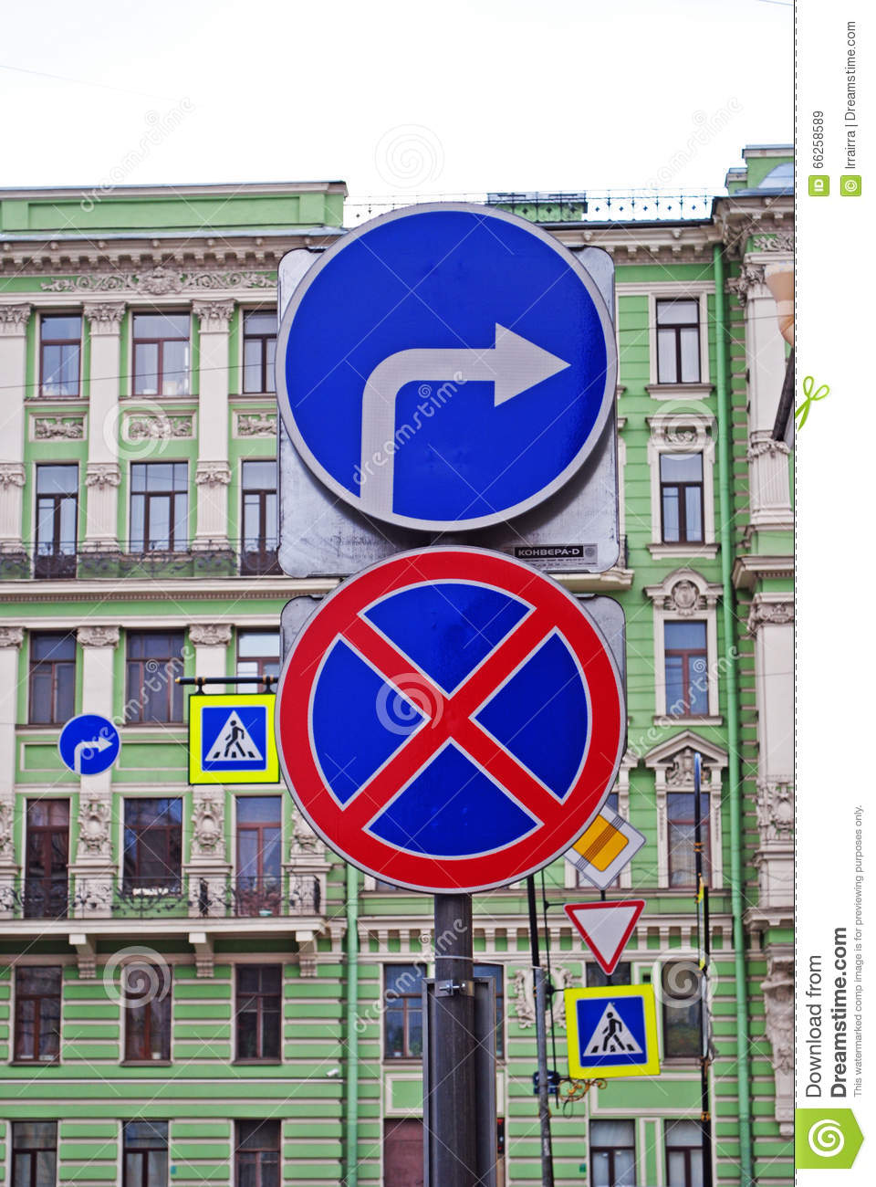 In Russia, allowed to turn right to red