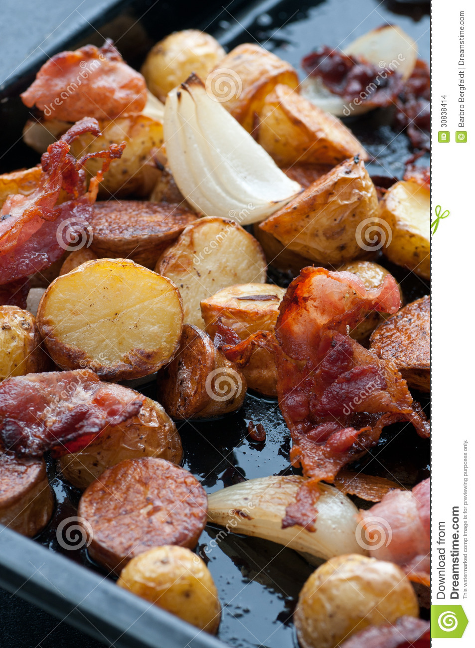 roasted-potato-bacon-onion-potatoes-onions-30838414.jpg