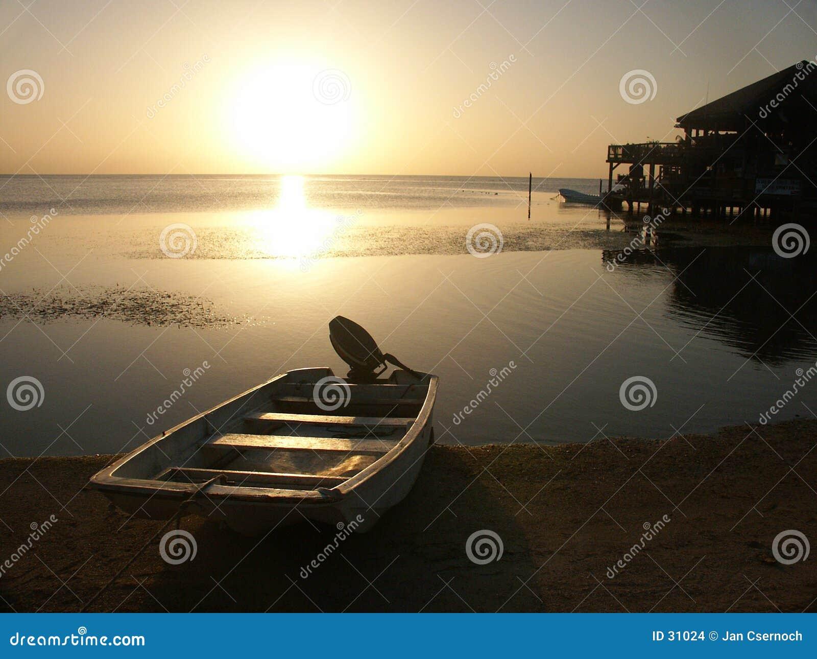 Roatan solnedgång för ö