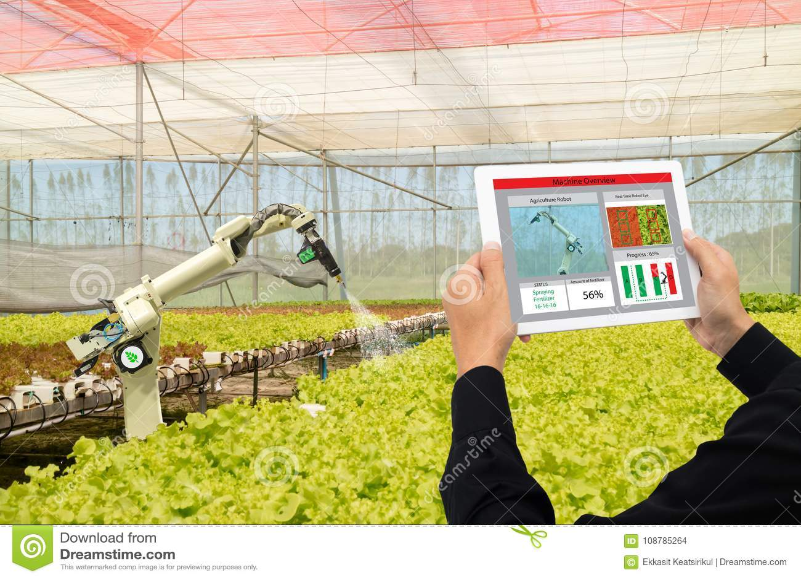 Robô esperto 4 da indústria de Iot 0 conceitos da agricultura, agrônomo industrial, fazendeiro que usa a tecnologia de inteligênc