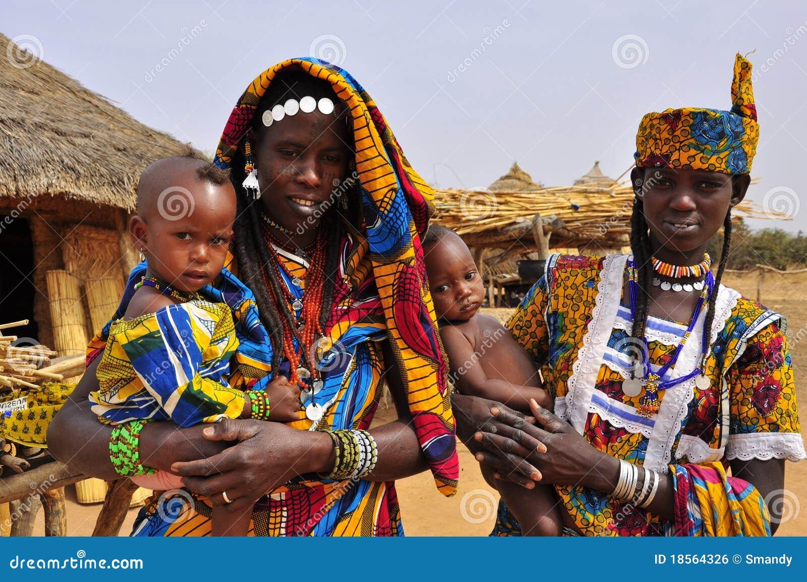 Robes africaines traditionnelles, femmes avec des enfants