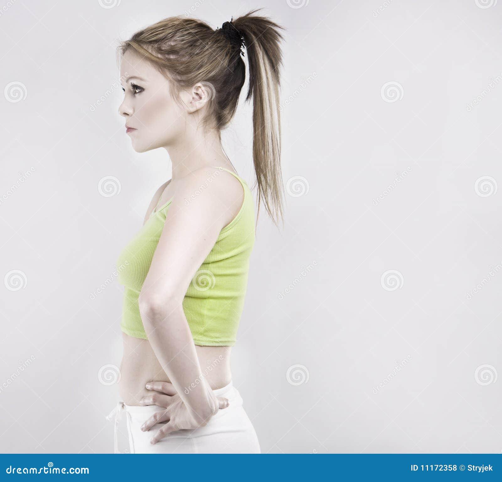 Robić ćwiczenia gym rozciągania kobiety