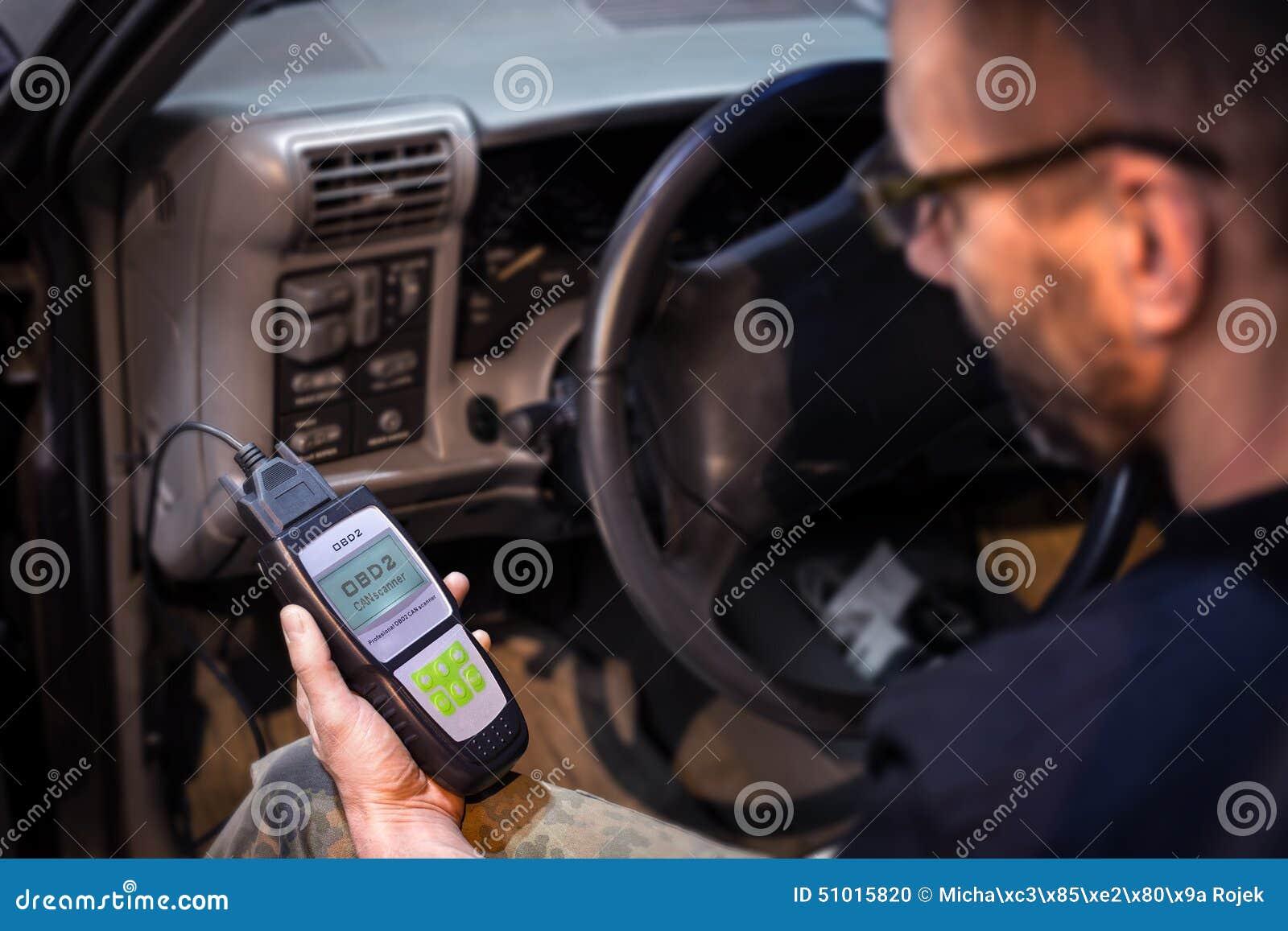 Robić samochodowym diagnostykom używać obd przyrząd