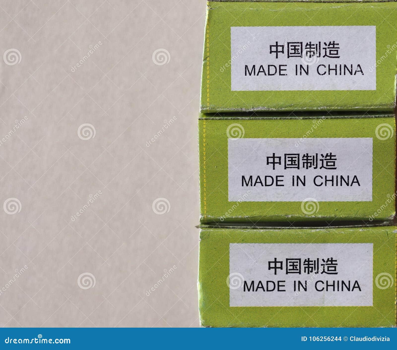 Robić w Porcelanowej etykietce z kopii przestrzenią