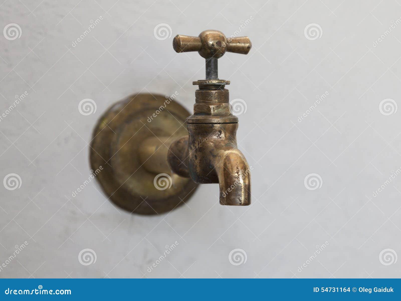 robinet de cuivre antique sur un mur dans le jardin 54731164 Résultat Supérieur 16 Frais Robinet Cuivre Pic 2018 Ojr7