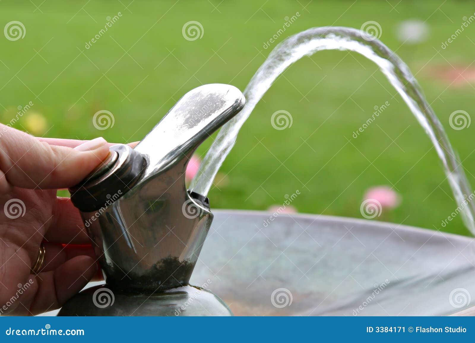 robinet de fontaine d 39 eau potable image stock image 3384171. Black Bedroom Furniture Sets. Home Design Ideas