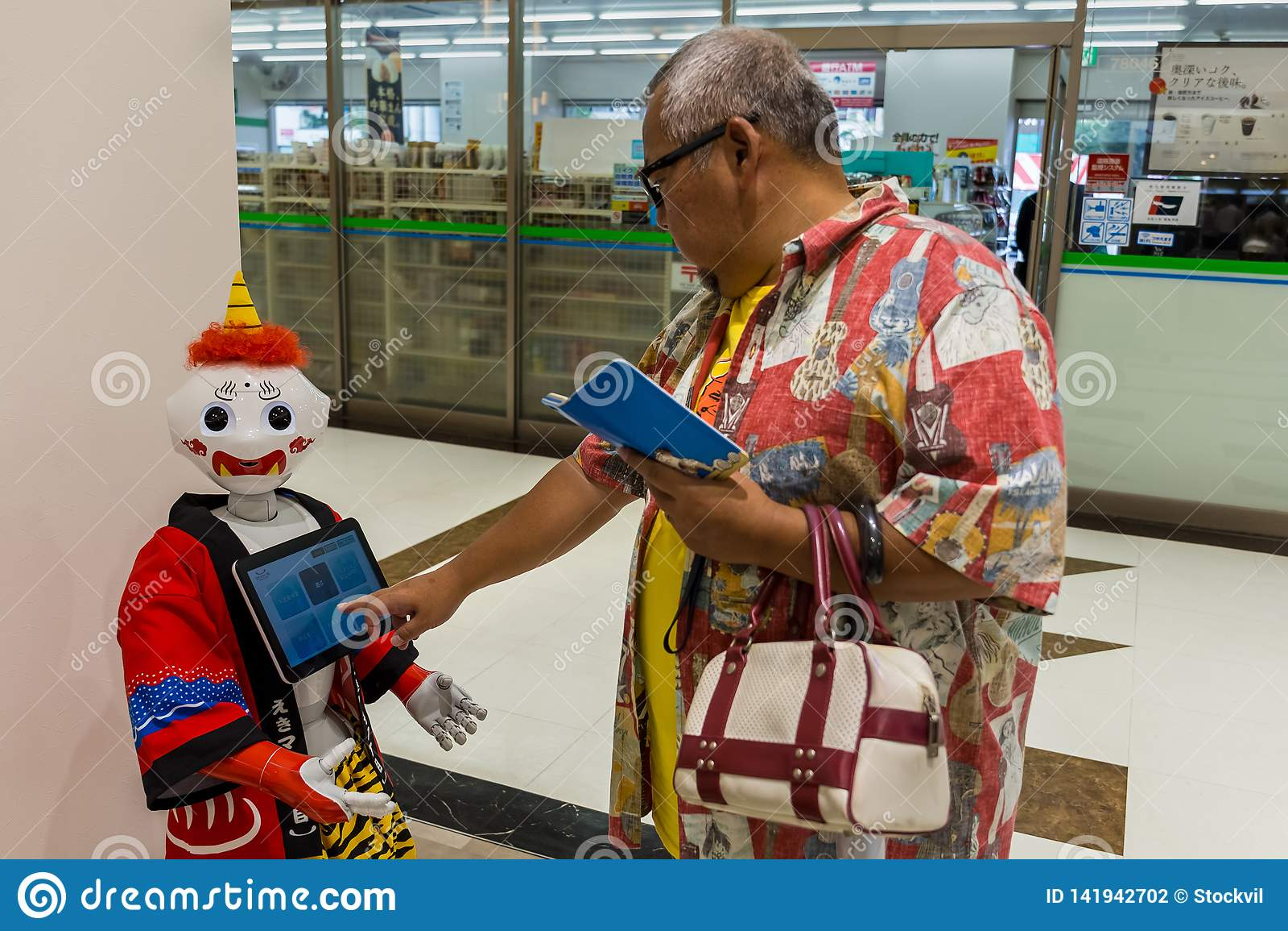 Robot de poivre dans le costume japonais traditionnel
