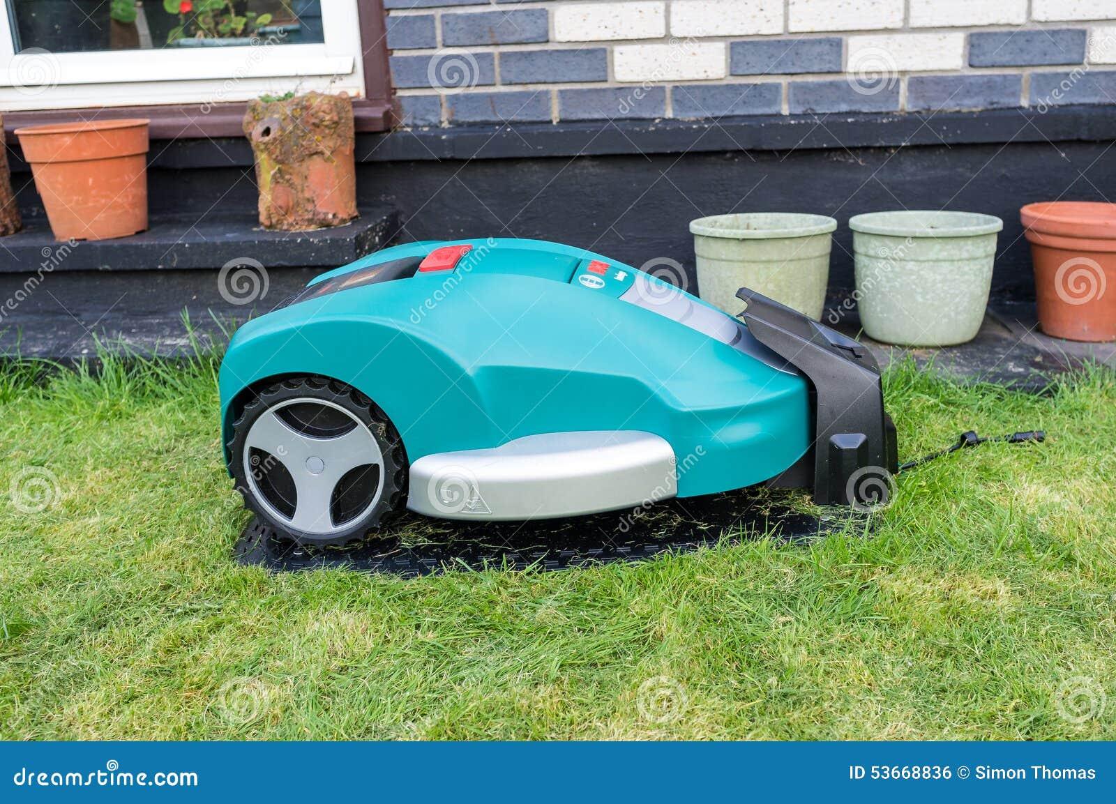 roboter-rasenmäher redaktionelles foto. bild von kurzschluß - 53668836