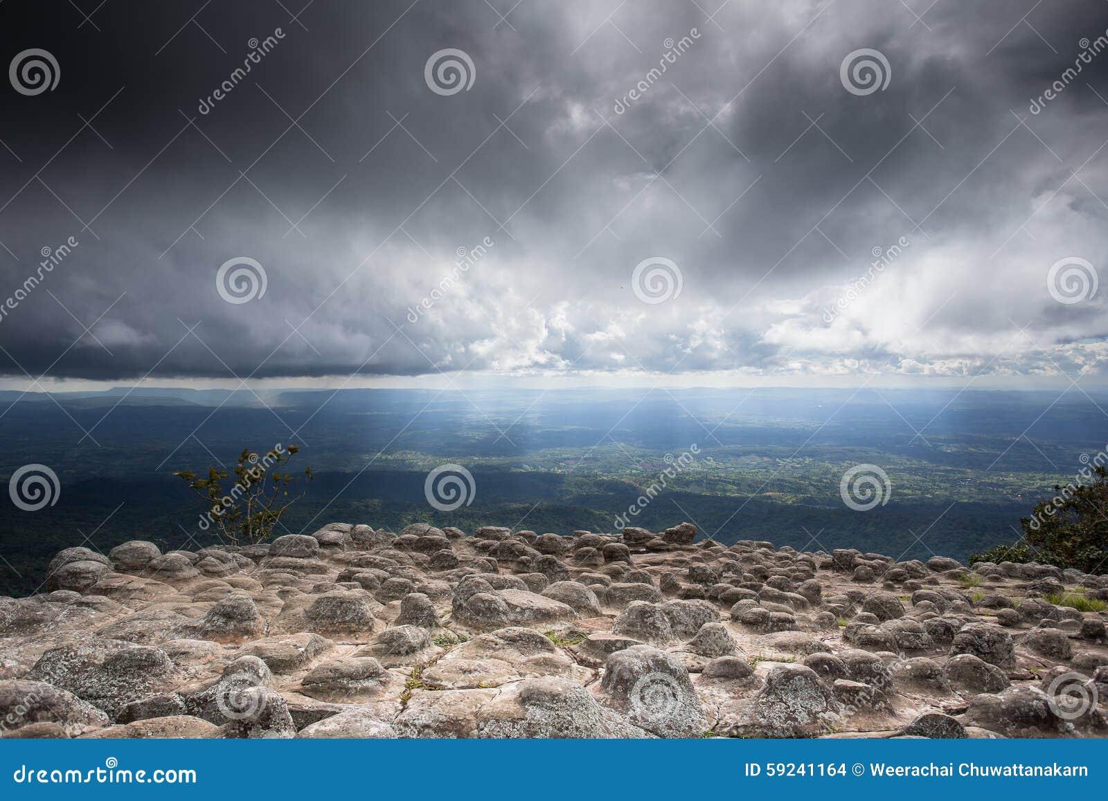 Download Roca De La Tensión Con La Nube Foto de archivo - Imagen de extraño, roca: 59241164