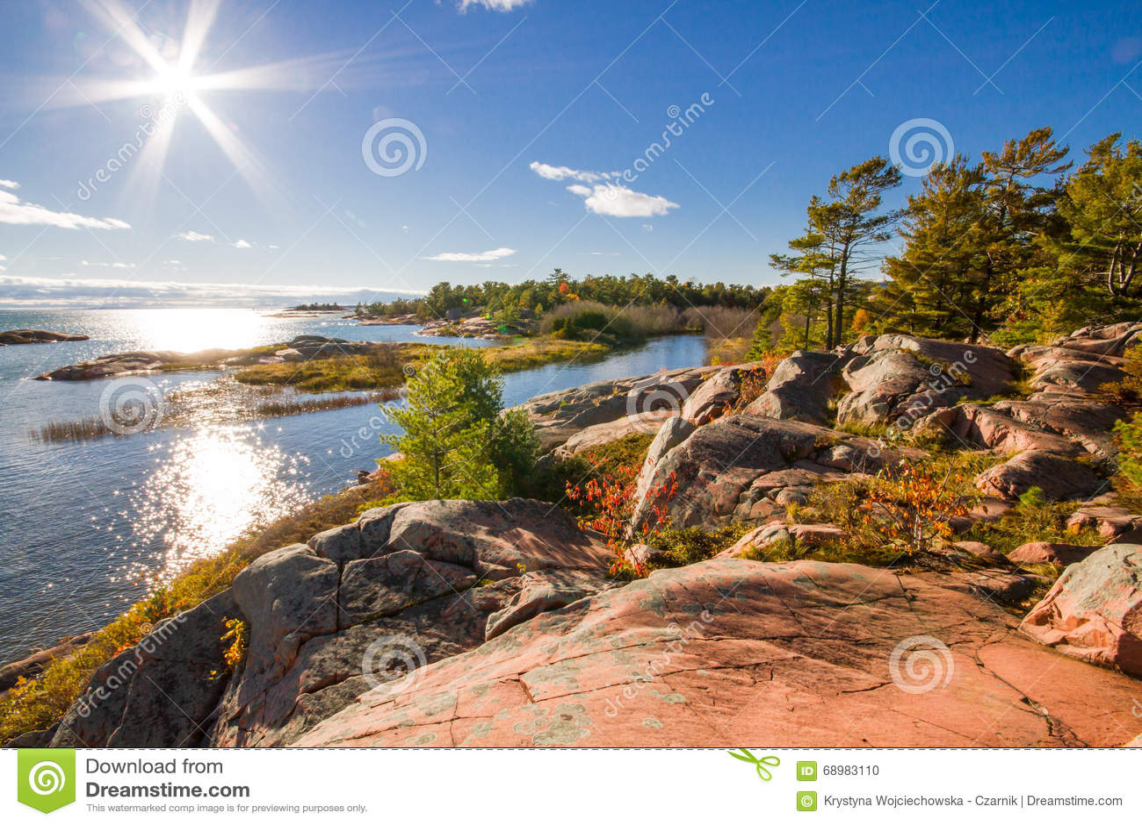 Roca roja en la bahía georgiana Ontario Canadá