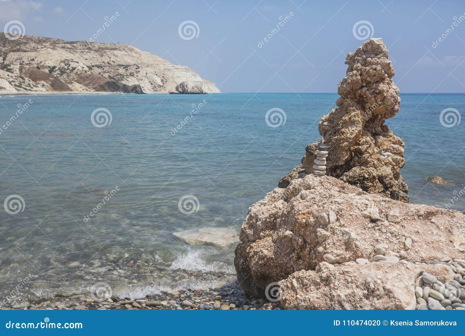 Rocas cerca del lugar de nacimiento del Aphrodite, paisaje de Chipre