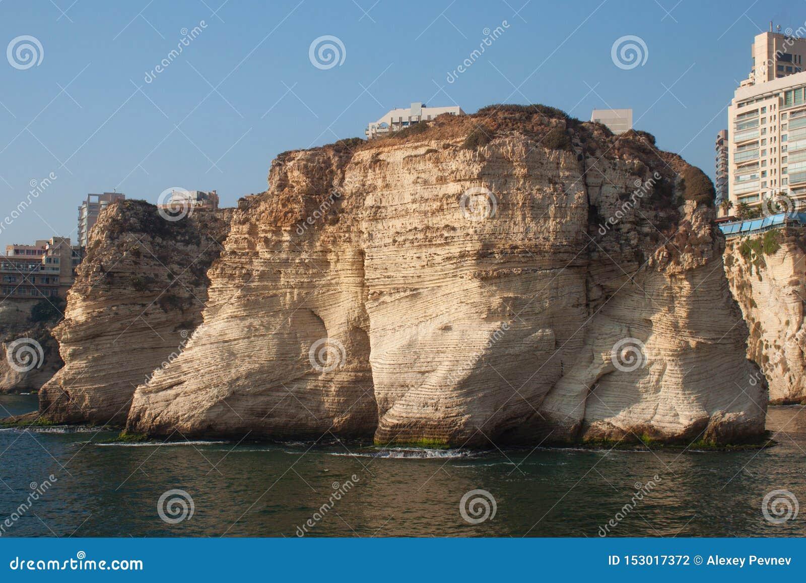 Rocas de la paloma en el distrito de Raouche, Beirut, L?bano
