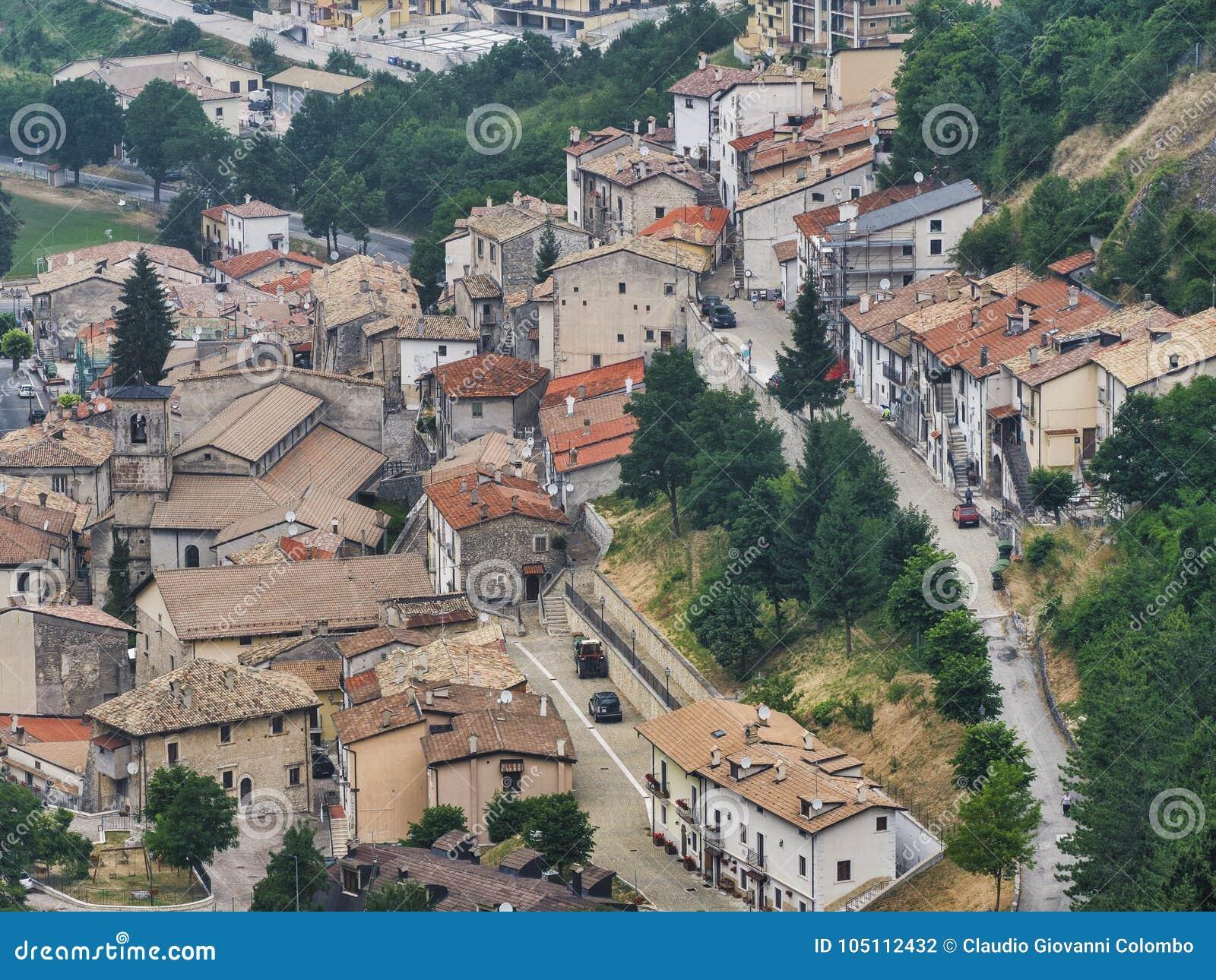 Rocca Pia L ` Aquila, Abruzzi, Włochy: panoramiczny widok