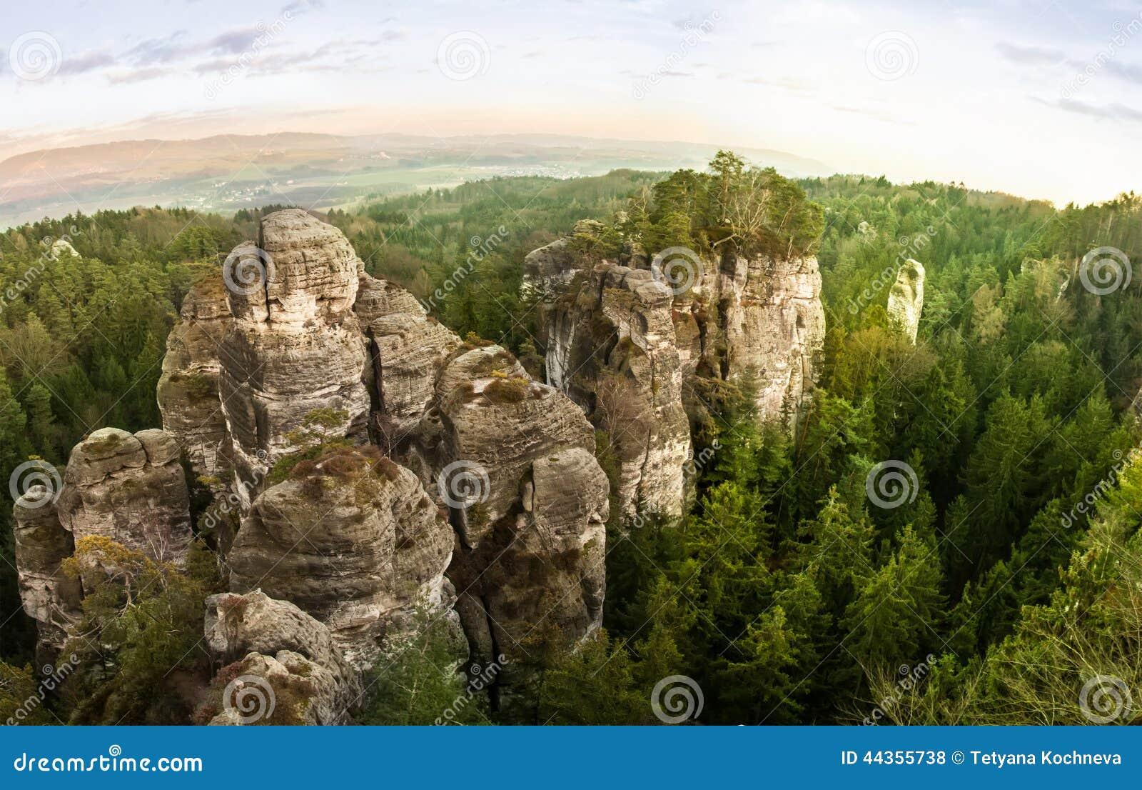 Rocce dell arenaria nel paradiso della Boemia