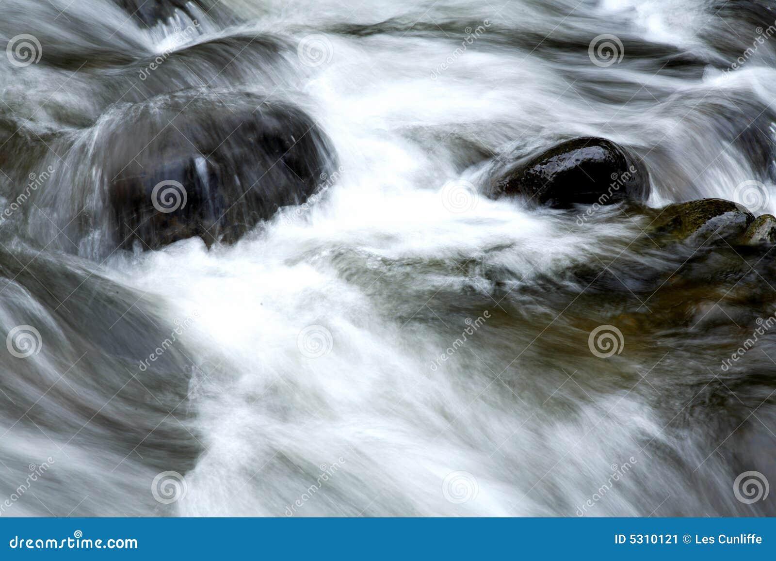 Download Rocce in flusso immagine stock. Immagine di molla, pulito - 5310121