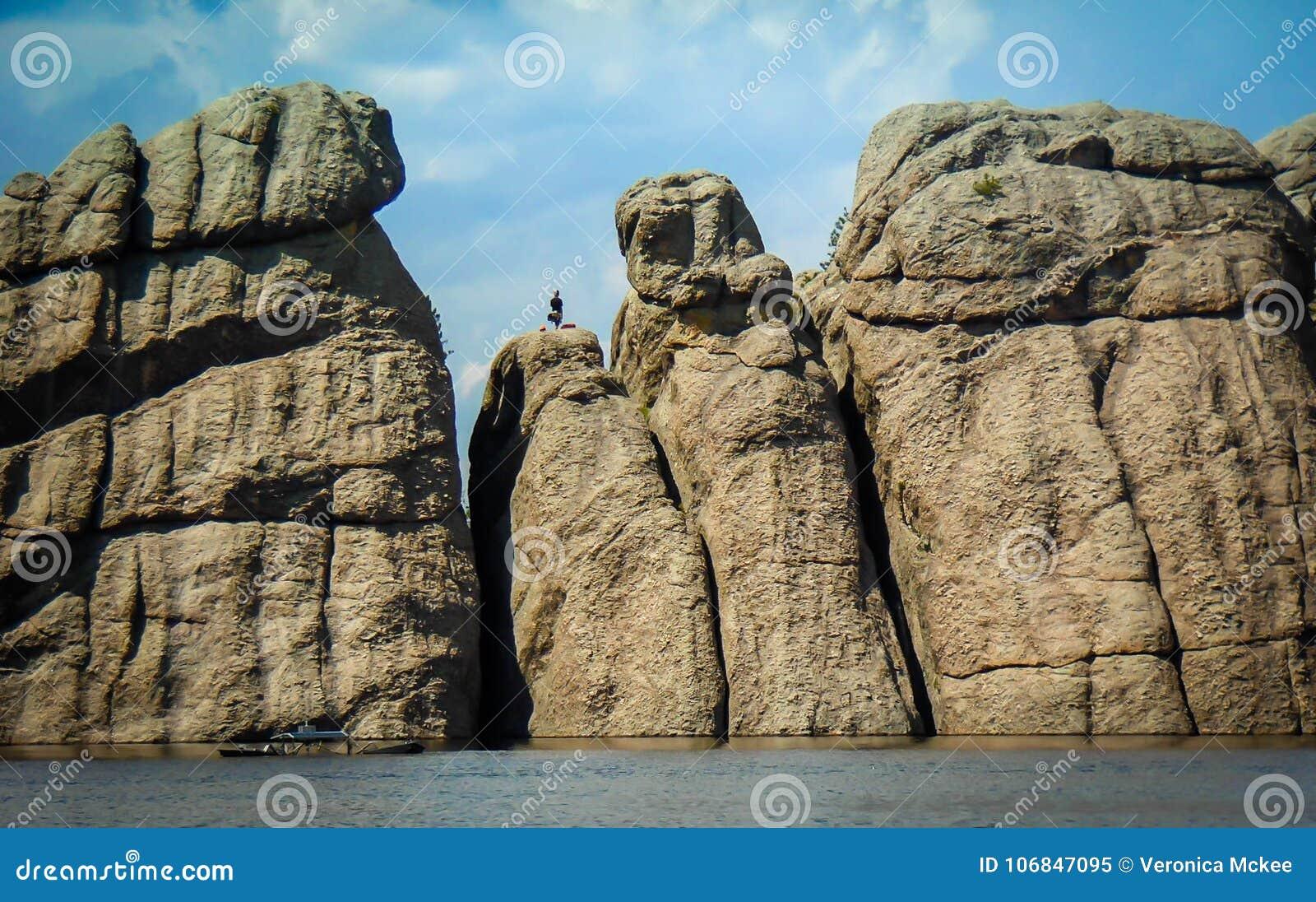 Rocce sul lago Sulivan nel parco di stato del cliente
