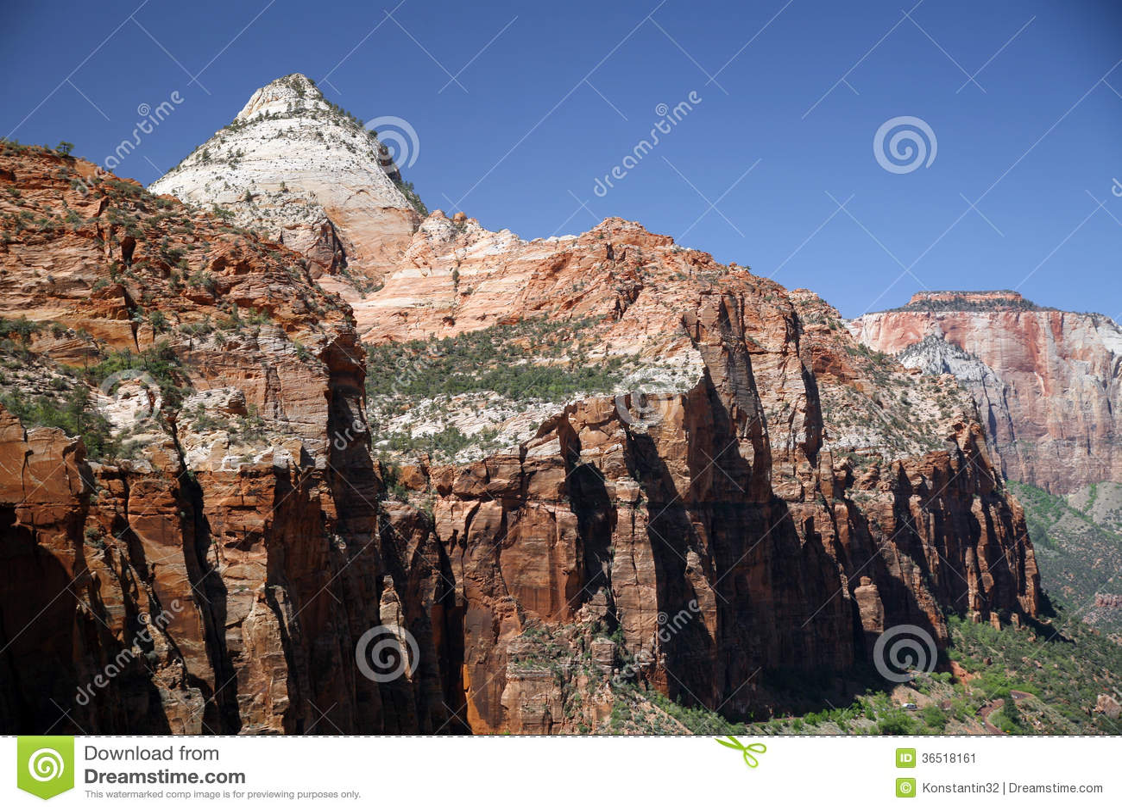 Roccia e valle in Zion National Park, Utah, U.S.A.