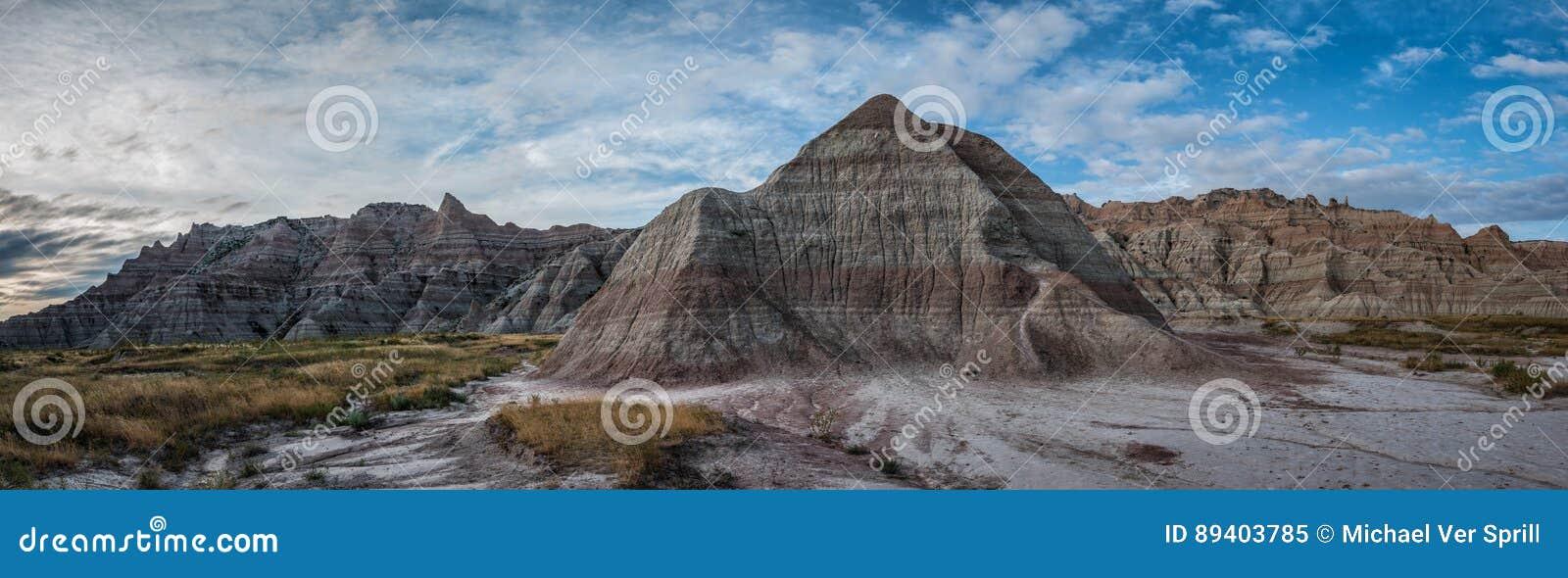 Rocha da pirâmide no parque nacional de Badland