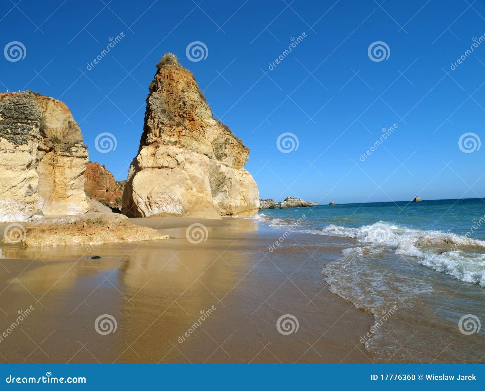 Rocha praia de пляжа идилличное