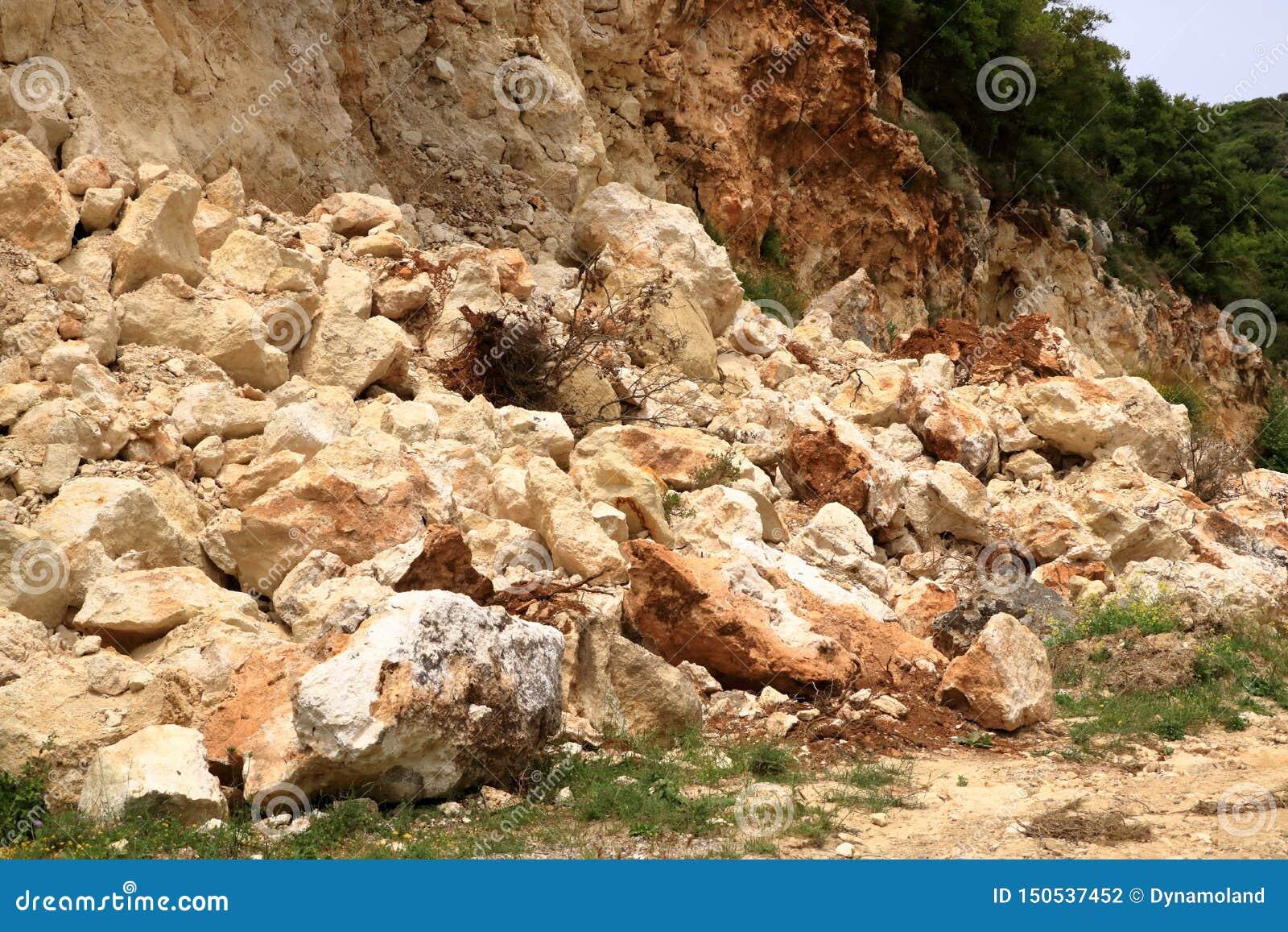 Rochas de queda do perigo na Creta, Grécia, Europa