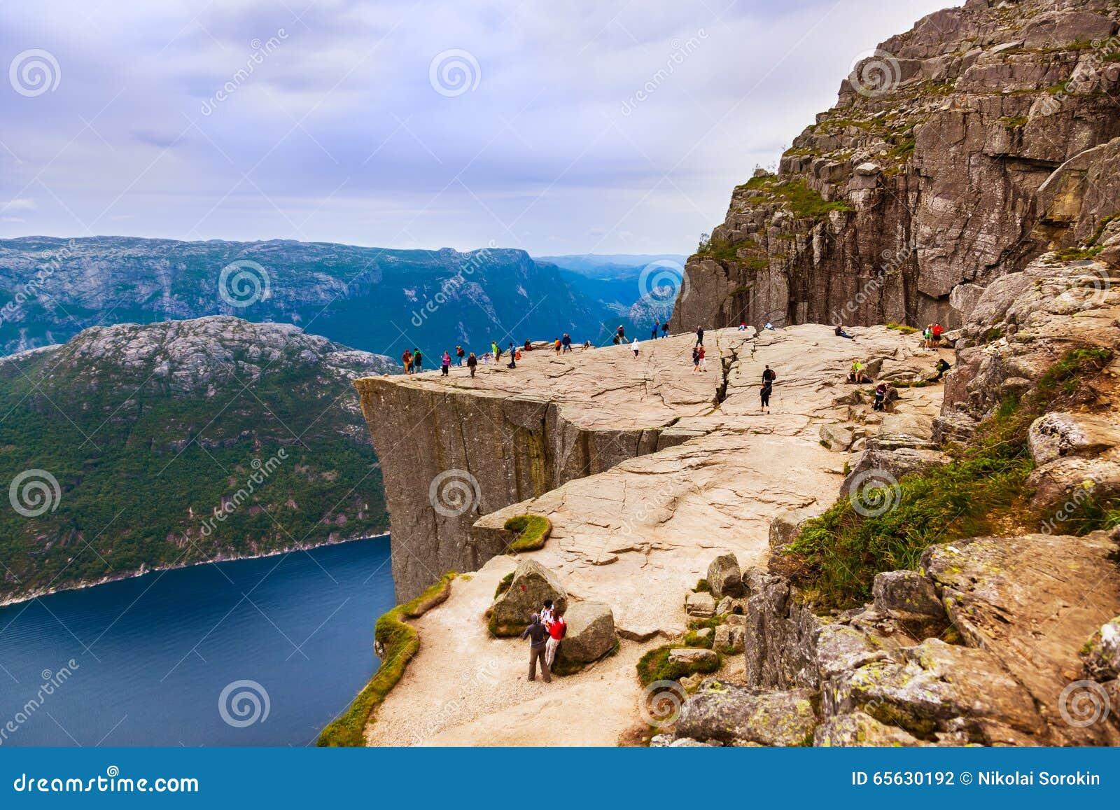 Roche de pupitre de prédicateurs dans le fjord Lysefjord - Norvège