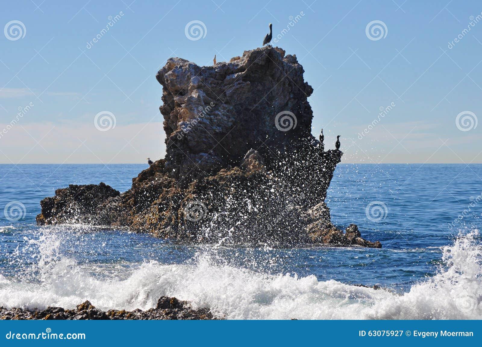 Download Roche de voûte image stock. Image du plage, corona, newport - 63075927