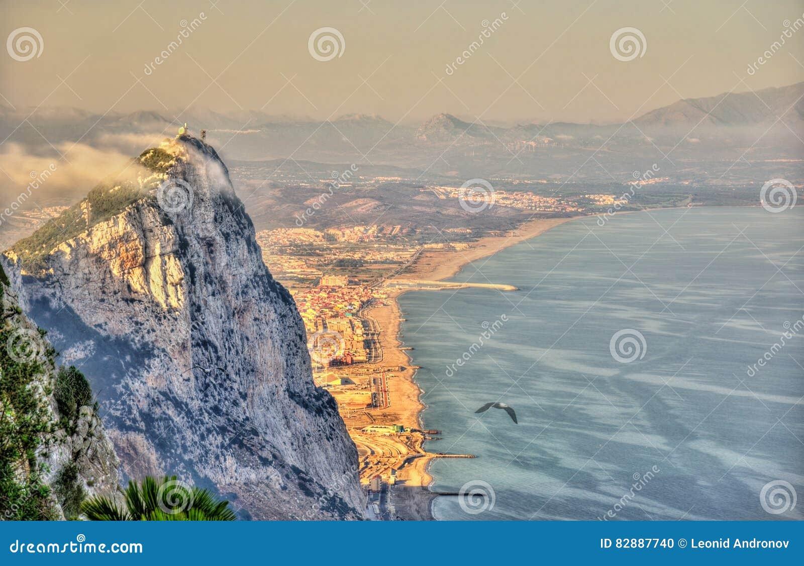 Rocher de Gibraltar en brouillard Un territoire d outre-mer britannique