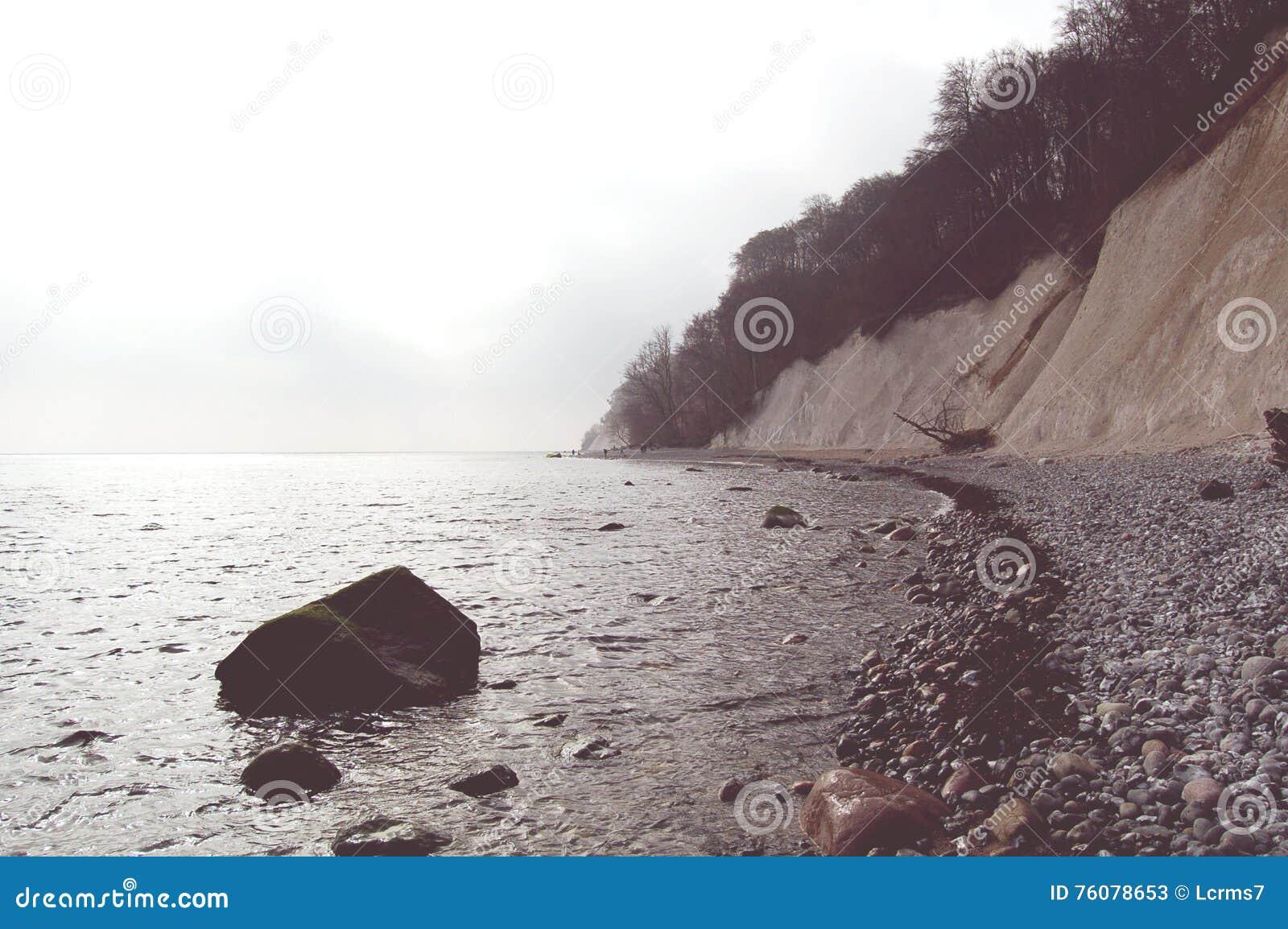 Roches de falaise de craie d île de Rugen au parc national Jasmund