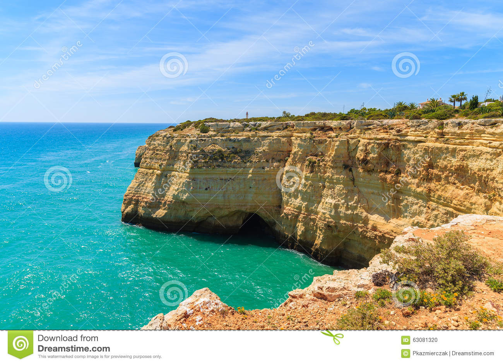 Download Roches De Mer Et De Falaise De Turquoise Photo stock - Image du vert, couleur: 63081320