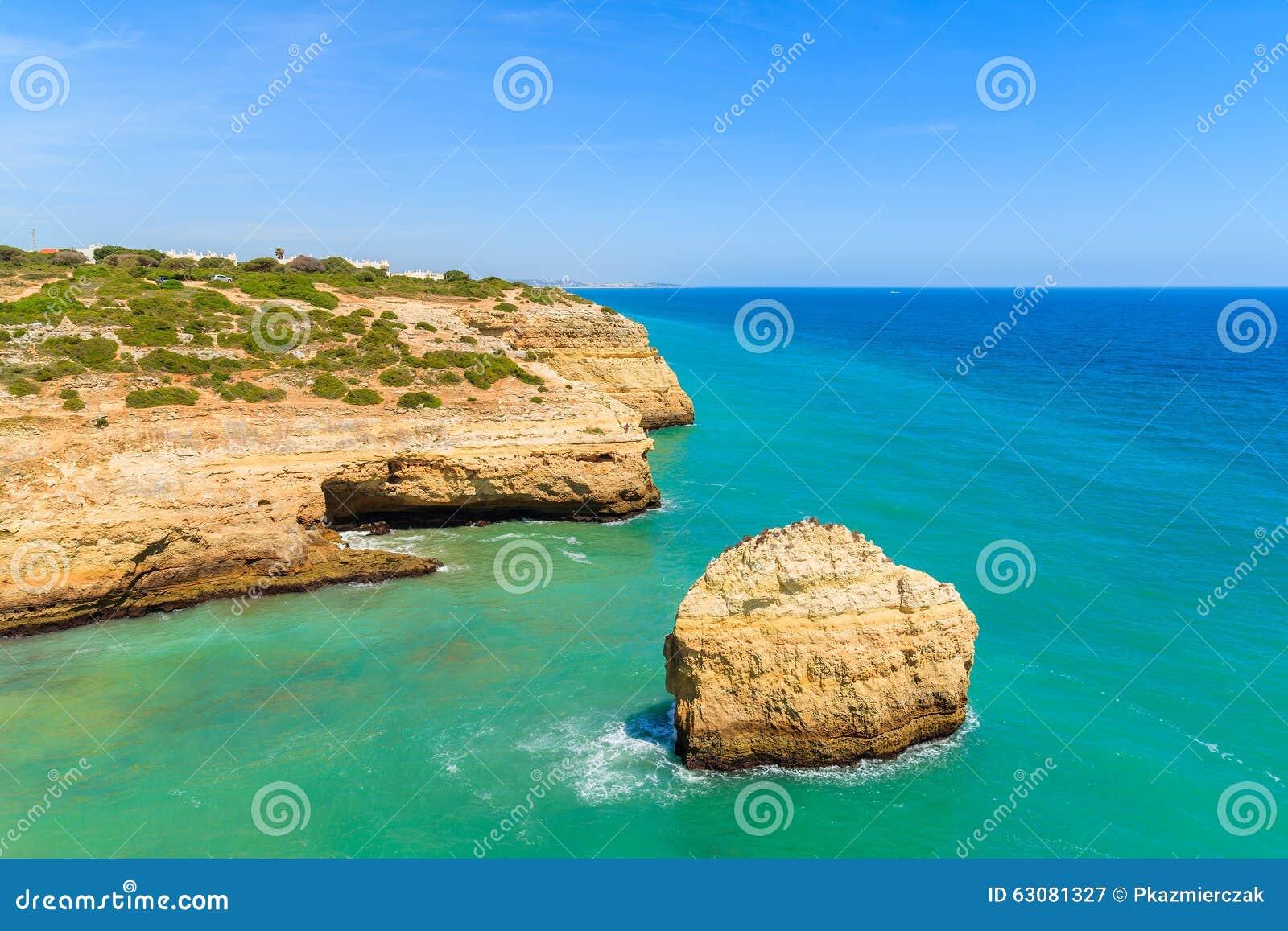 Download Roches De Mer Et De Falaise De Turquoise Image stock - Image du compartiment, europe: 63081327
