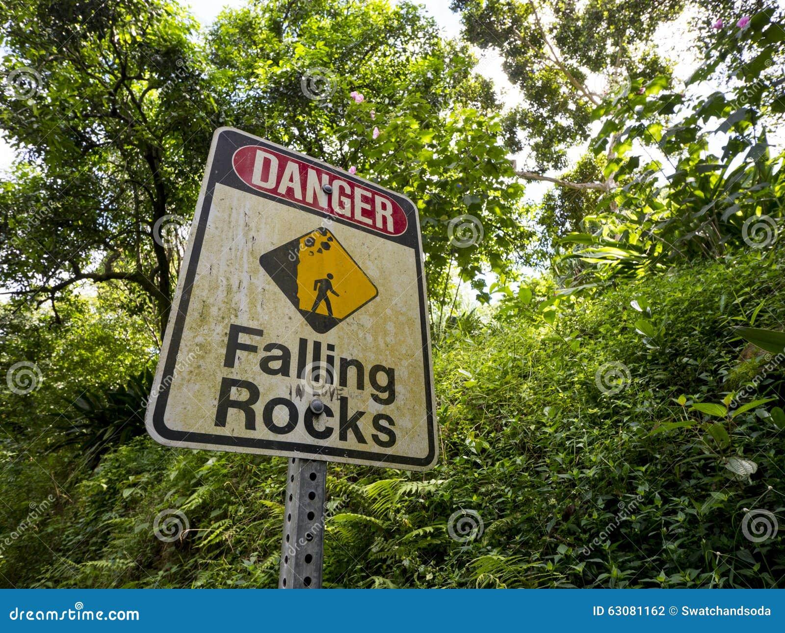 Download Roches En Baisse De Signe De Danger Photo stock - Image du estuaire, traînée: 63081162