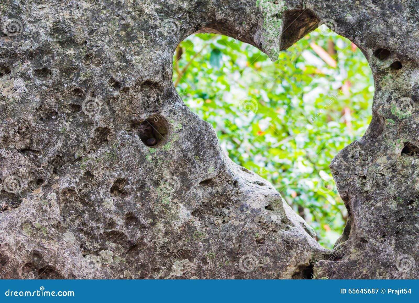 Roches en forme de coeur
