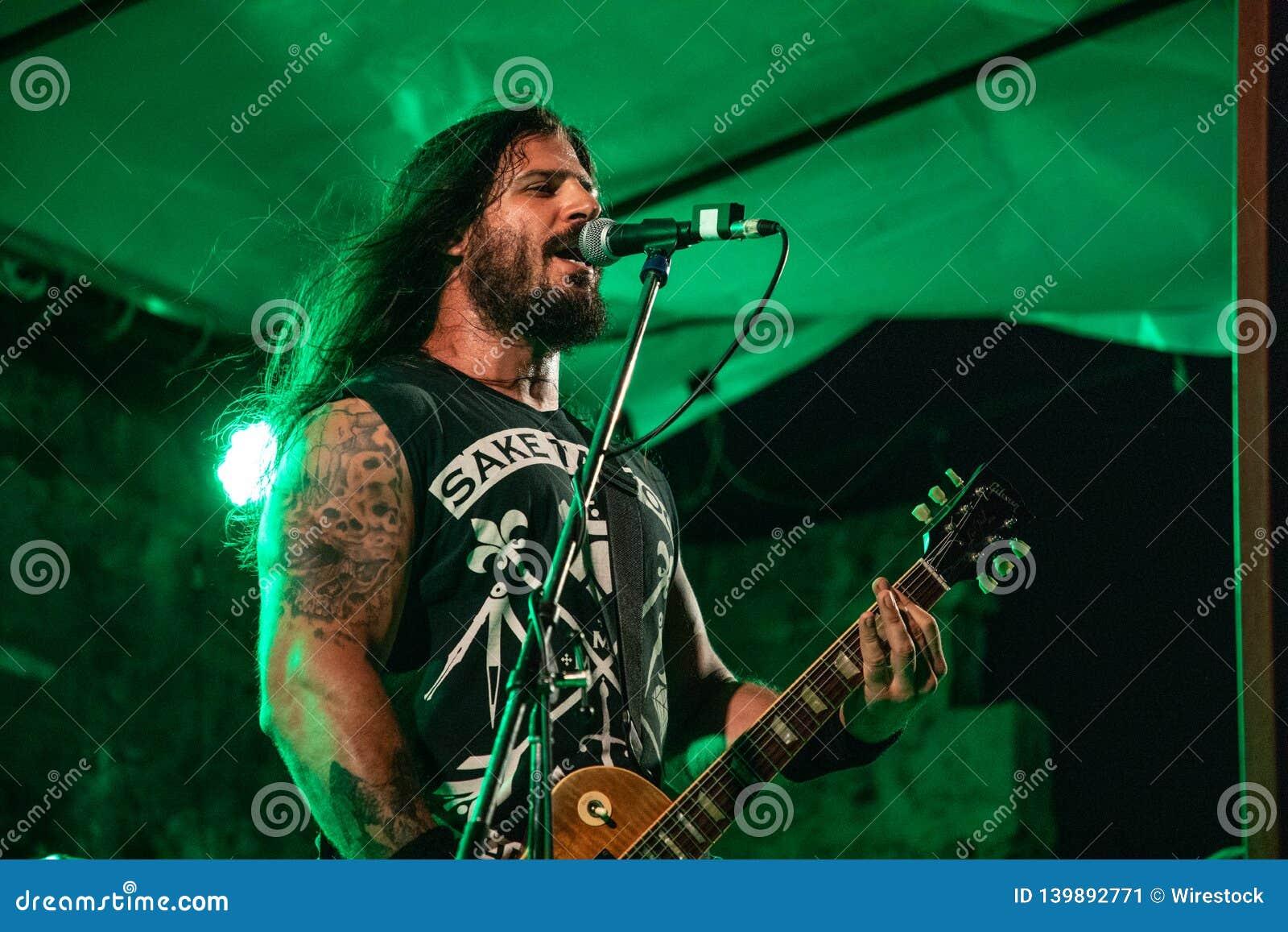 Rocker με μια κιθάρα