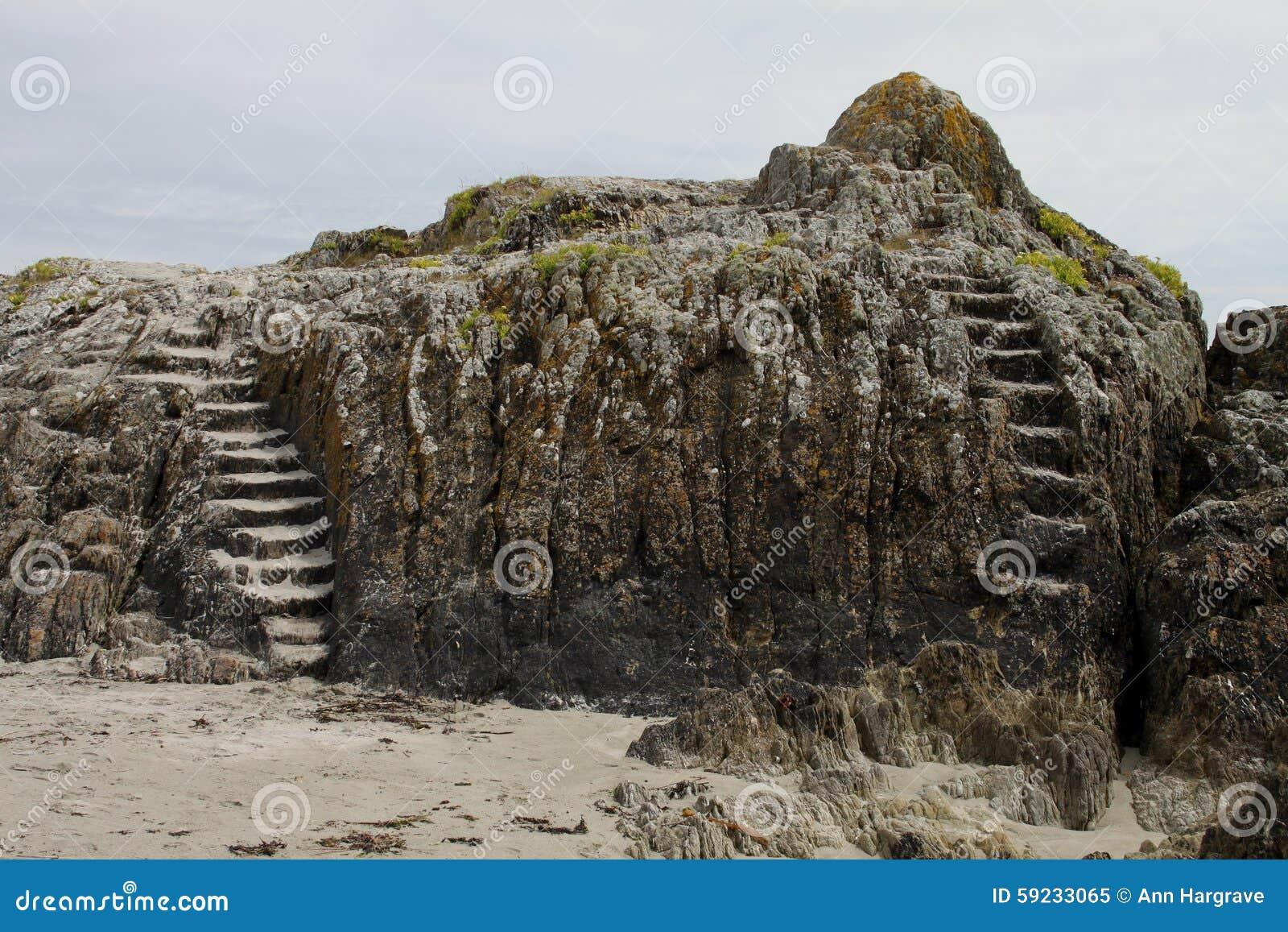 Rockowa formacja z kamiennymi krokami