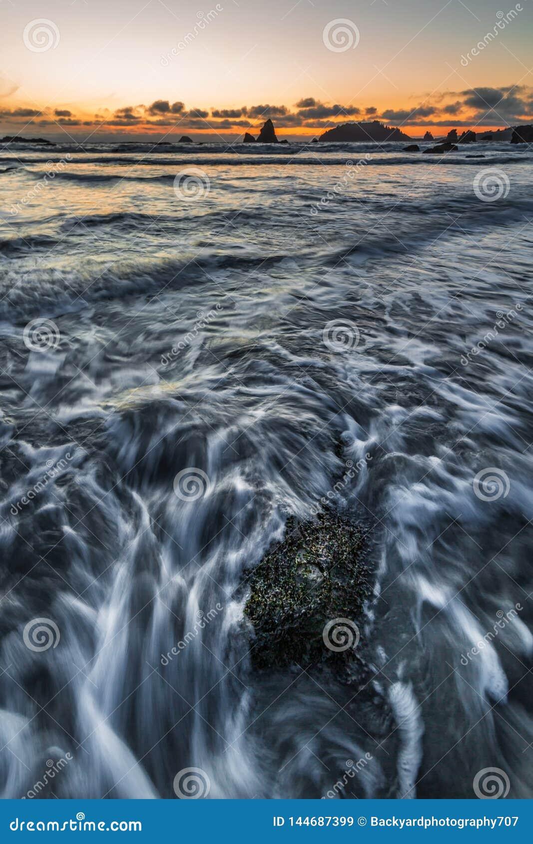 Rocky Beach Landscape bij Zonsondergang, Trinidad, Californi?