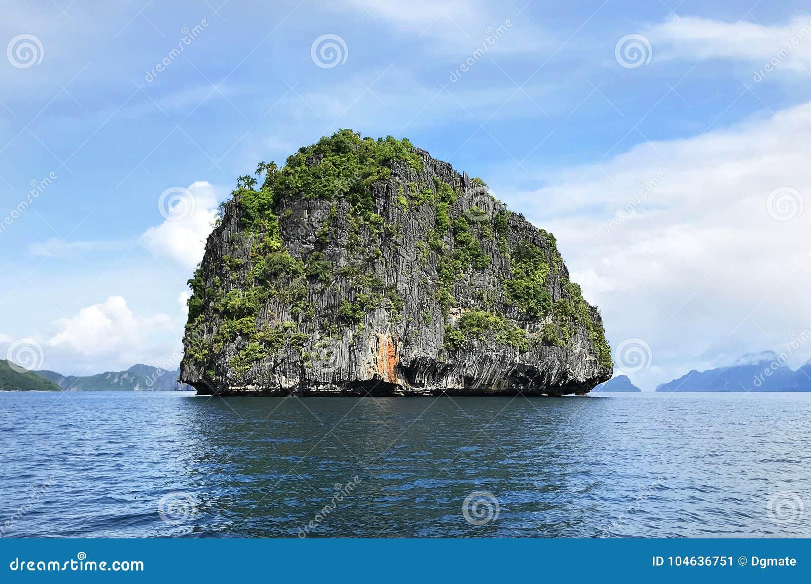 Download Rocky Granite Island In Gr Nido Palawan Filippijnen Stock Afbeelding - Afbeelding bestaande uit vakantie, perfect: 104636751