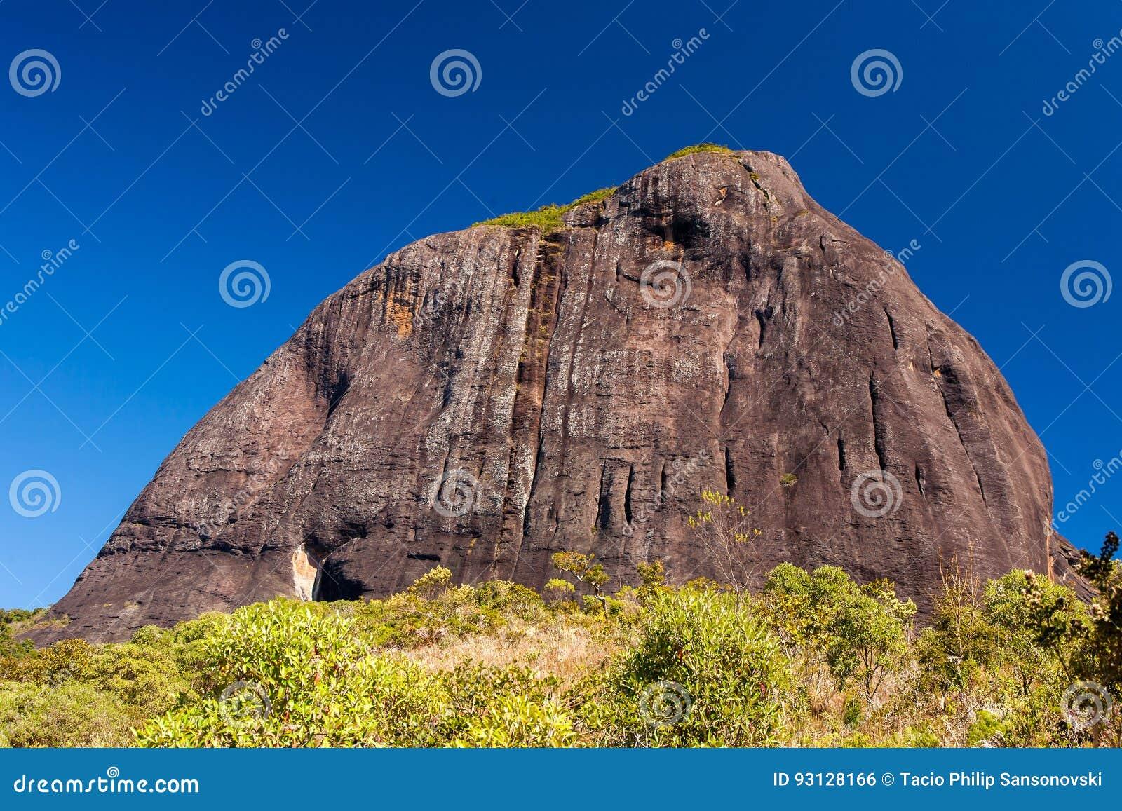 Rocky mountain climbing in Brazil - Pico do Papagaio