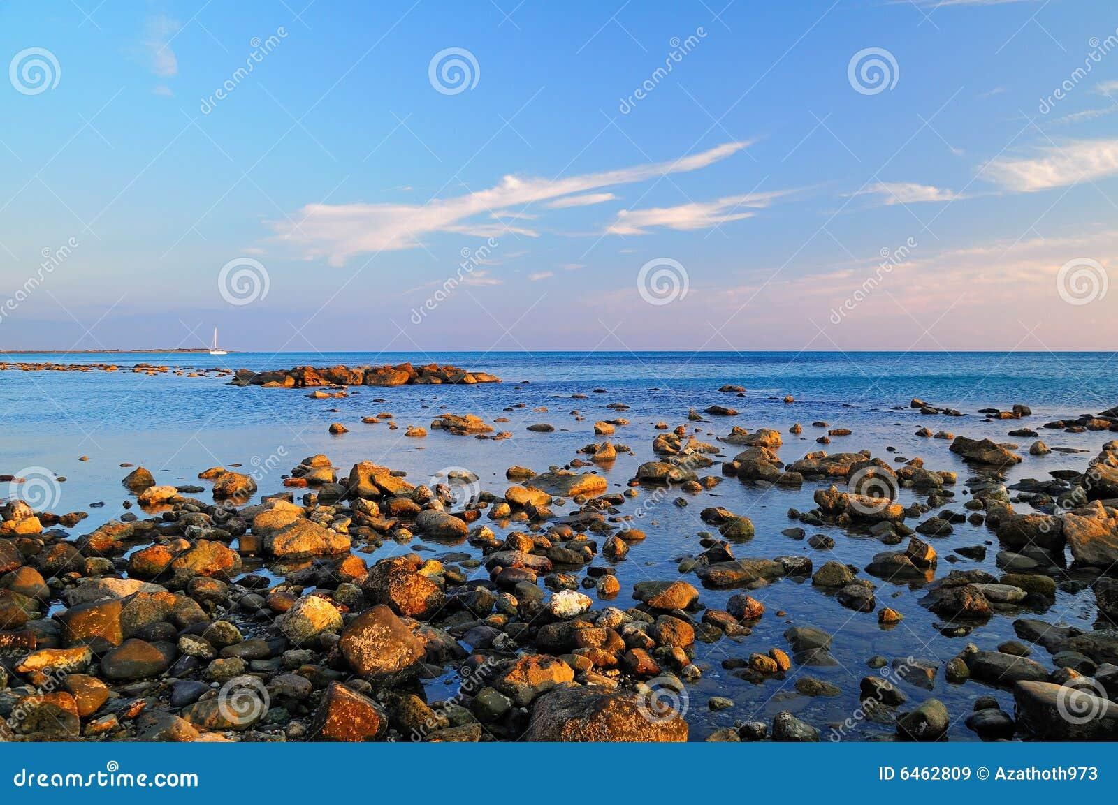Rocky na plaży
