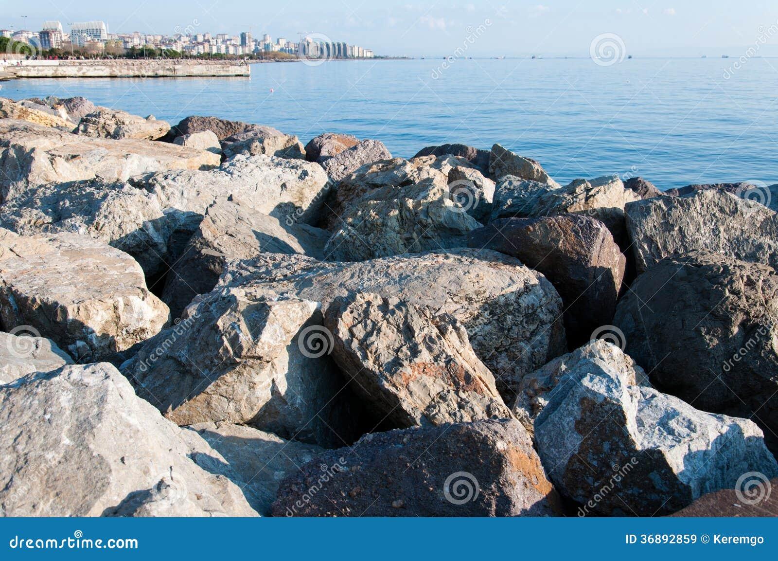 Download Rocky Shore immagine stock. Immagine di struttura, potenza - 36892859