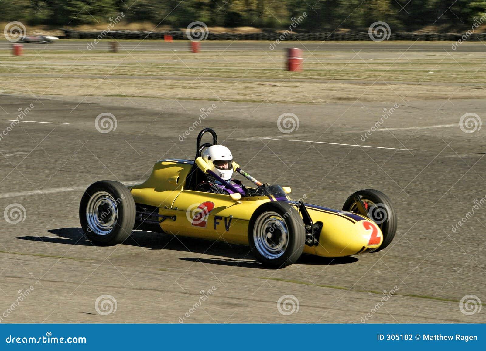 Roczna wyścigowym żółty