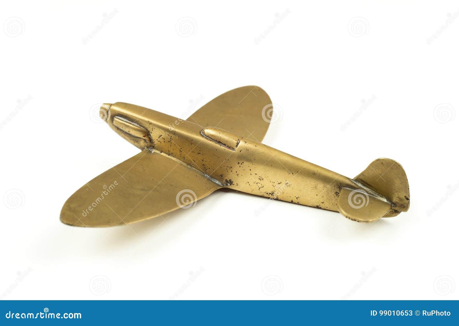 Roczników 1940s mosiądza zabawki samolot na białym tle