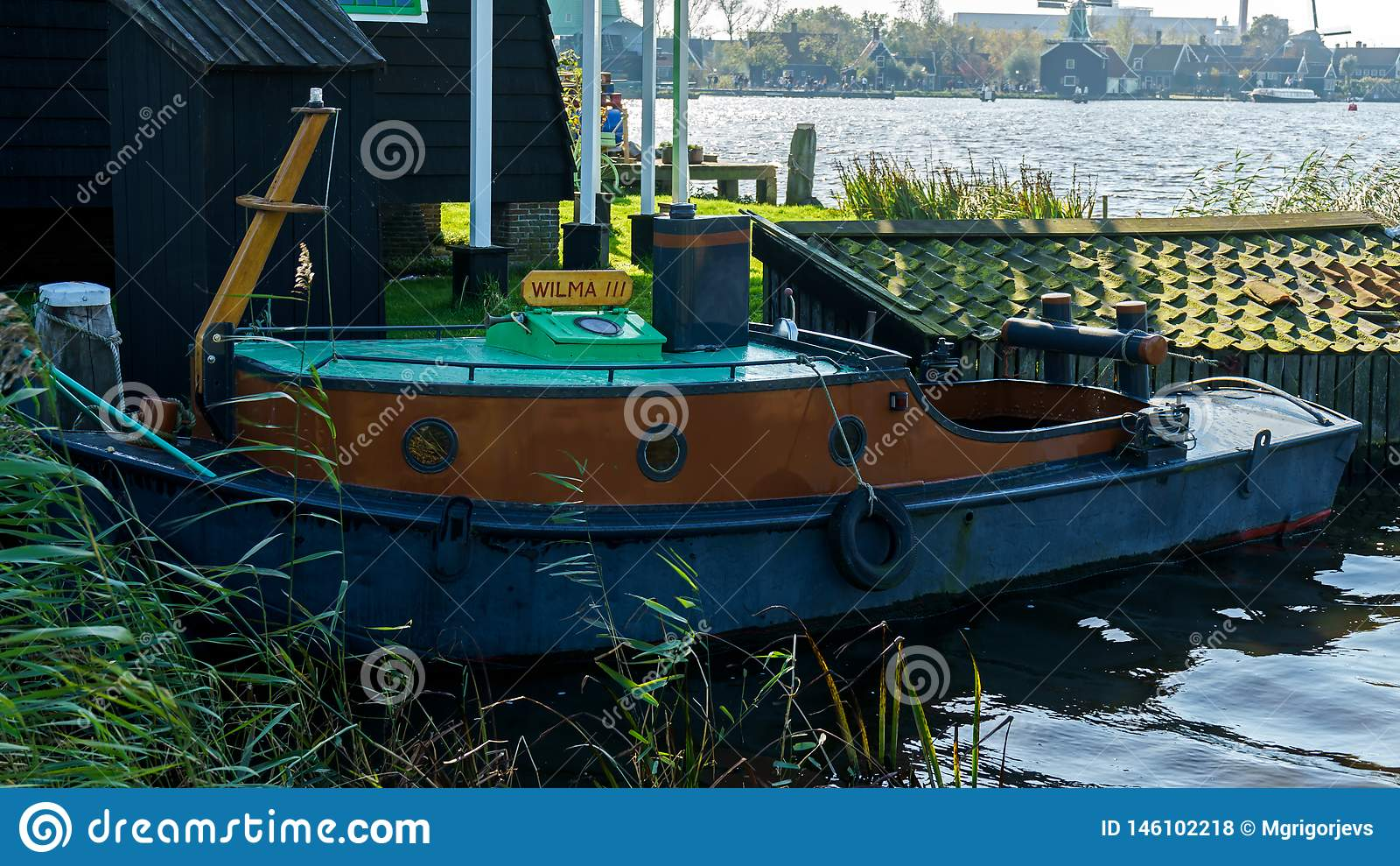 Rocznik łódź rybacka w schronieniu w Holandia holandie