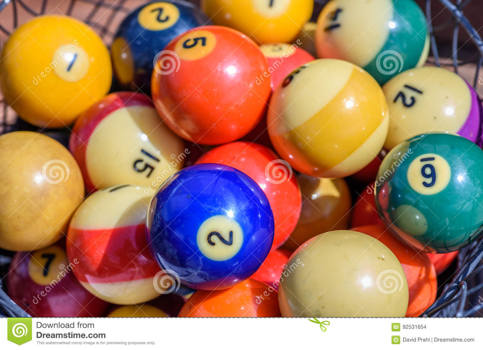 Rocznik bilardowe piłki w koszu