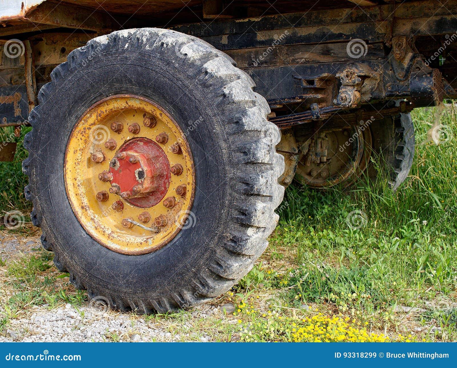 Rocznik Ciągnikowej przyczepy zawieszenie i koło