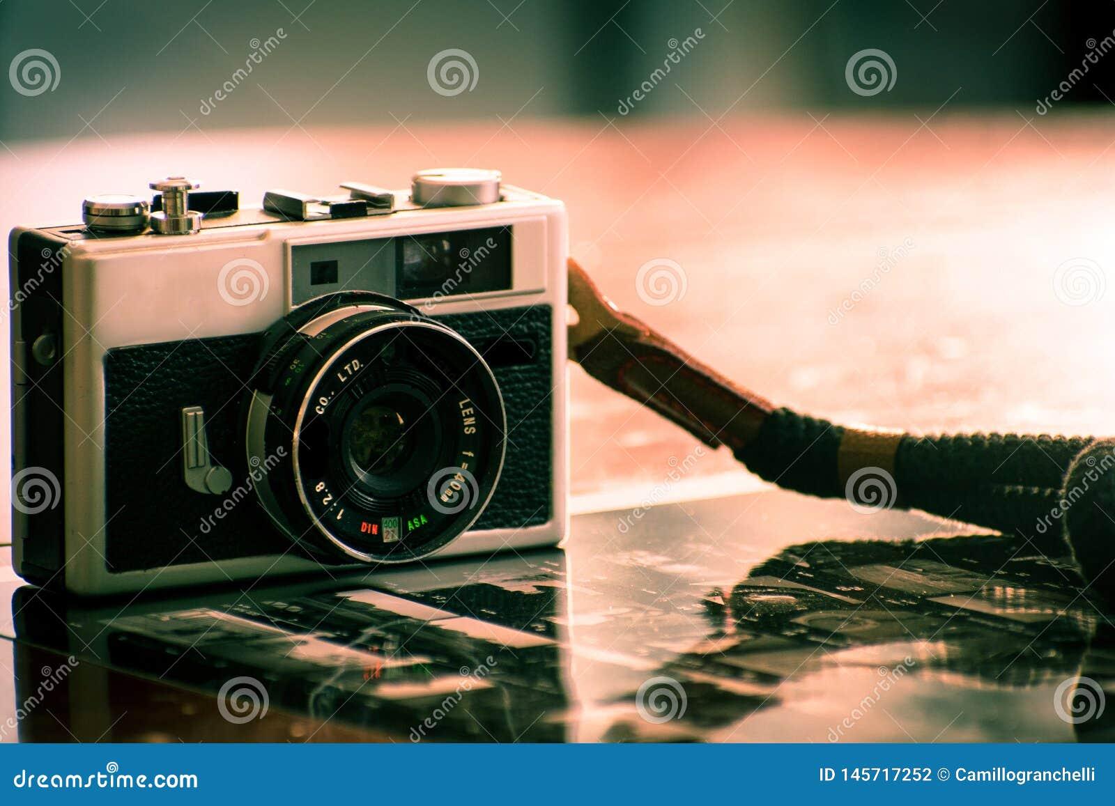 Rocznik kamera dla analogowej ekranowej fotografii