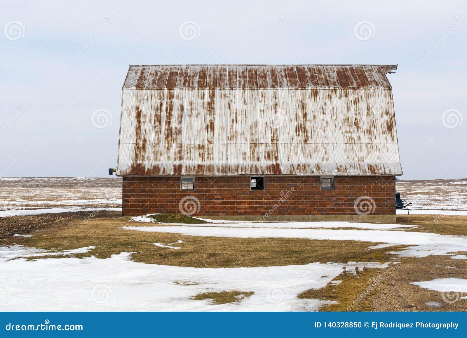 Rocznik stajnia w wiejskim Illinois