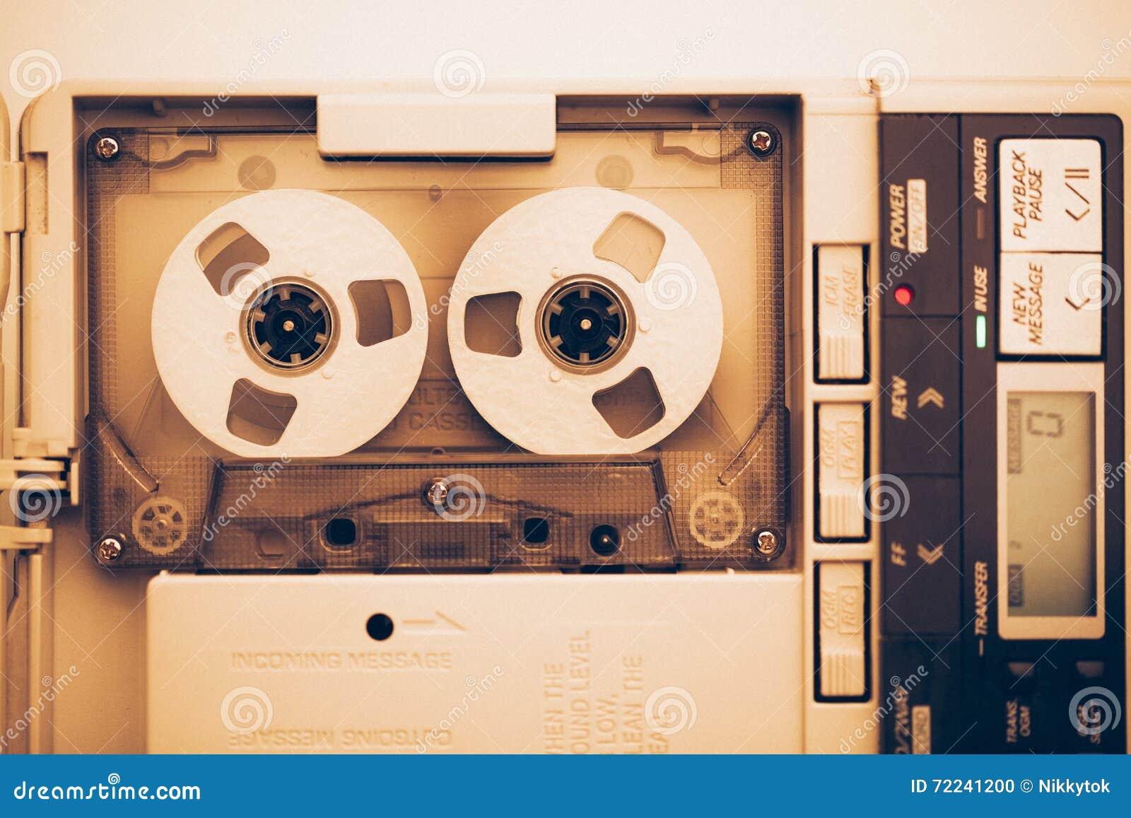 Rocznik taśmy dźwiękowa układu kaseta