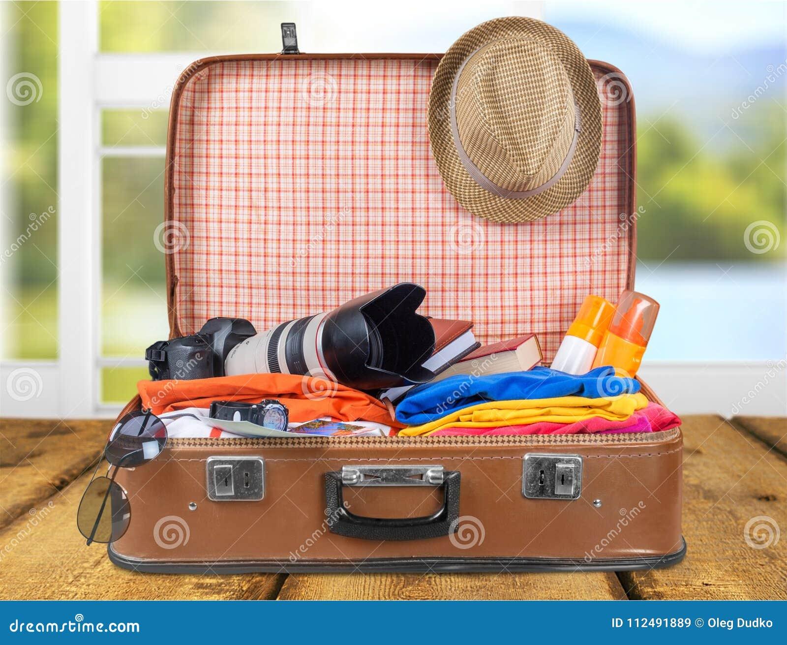 Rocznik walizka z podróżnym materiału zakończeniem