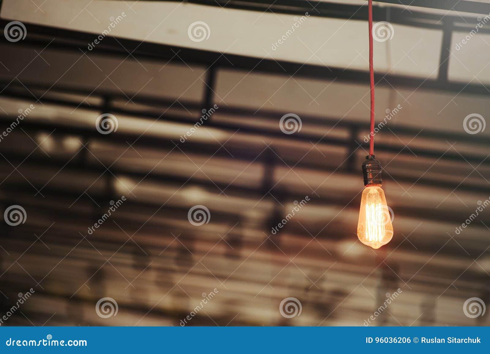 Rocznika lampowi oparzenie w ciepłym kolorze, mnóstwo przestrzeń